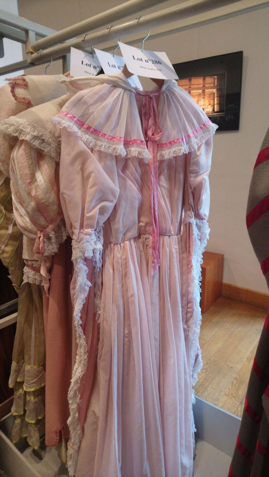 Des pièces sont plus accessibles comme cette robe mise à prix à 40 euros