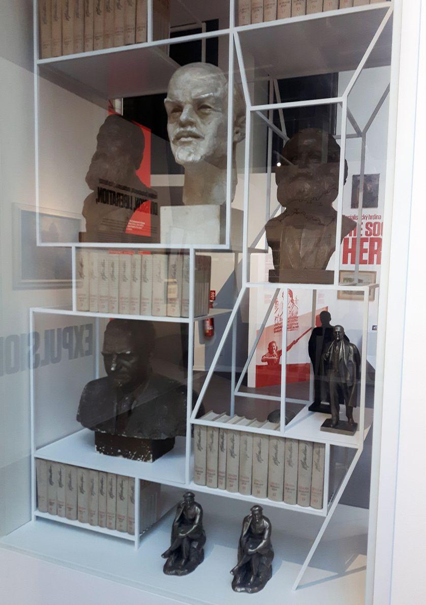 Vitrine du musée du communisme de Prague