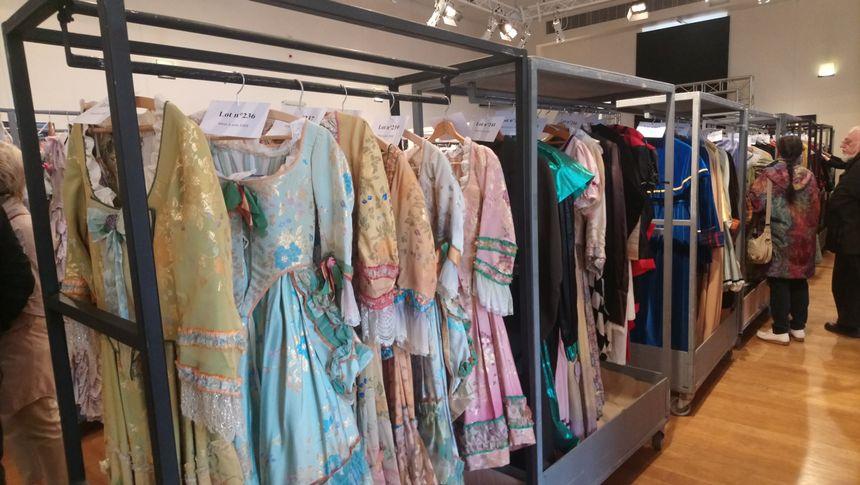 Comptez environ 100 euros pour ces robes