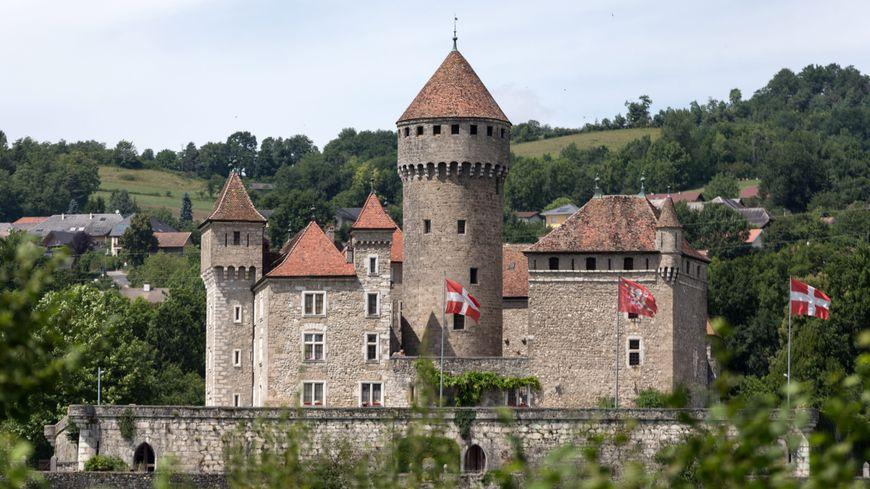 Le château de Montrottier, du 13ème siècle, a été légué à l'association culturelle annécienne, l'Académie florimontane,  par son dernier propriétaire Léon Marès à sa mort en 1916.