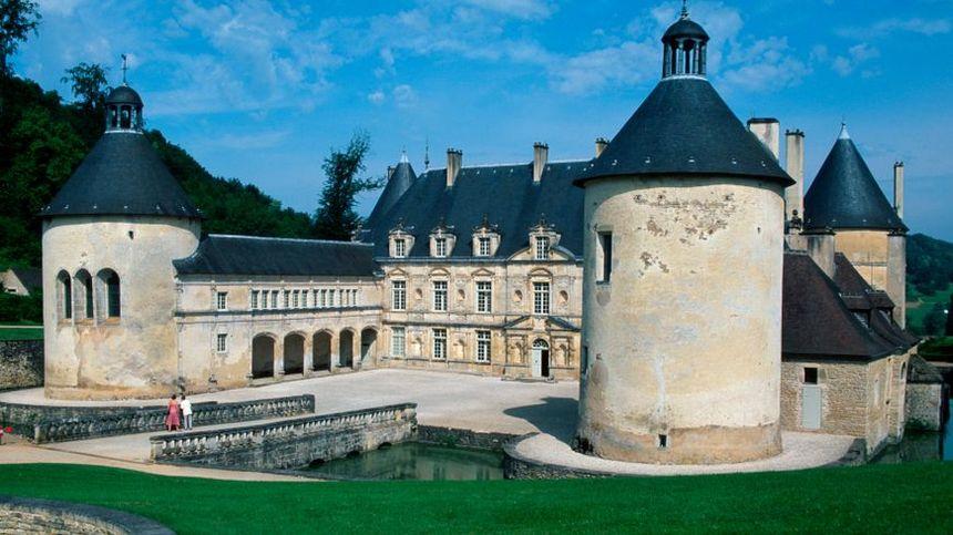 Le château de Bussy-Rabutin en Côte-d'Or.