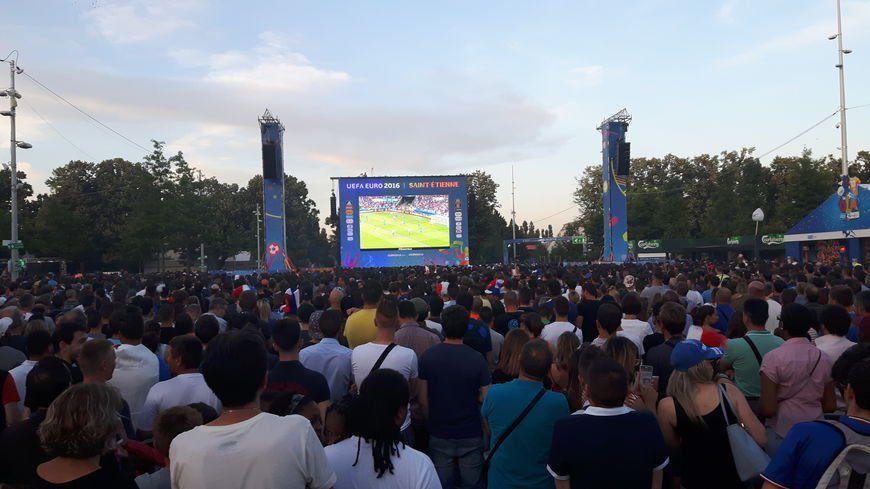 En 2016, la Fan zone de Saint-Étienne pouvait accueillir 20.000 personnes.