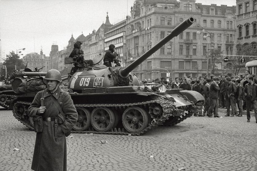 Le 21 août 1968, les troupes du pacte de Varsovie mettent un coup d'arrêt brutal au Printemps de Prague