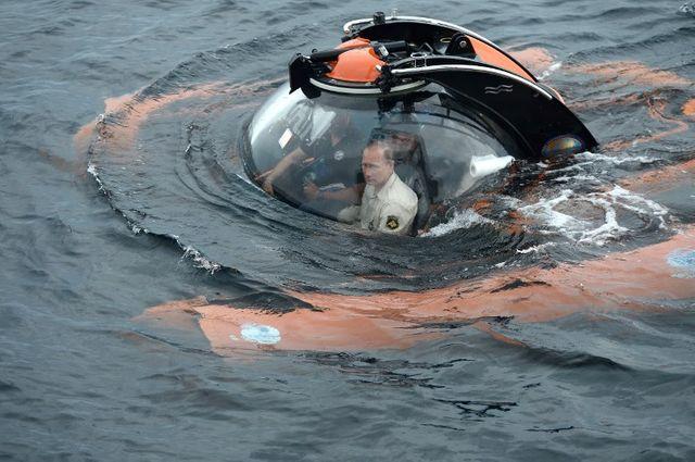 "Vladimir Poutine ""recherche"" un navire naufragé en 2015"