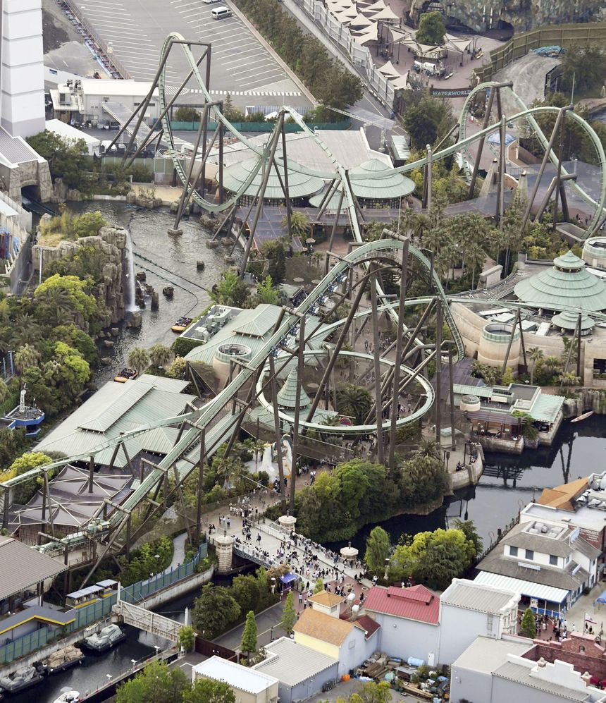 "L'attraction ""Flying Dinosaur"" dans le parc Universal Studios d'Osaka"