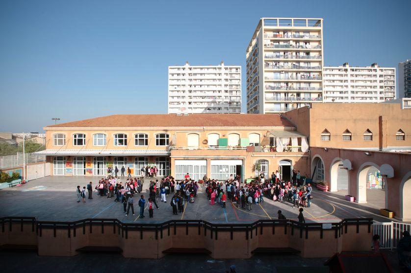 L ecole primaire et maternelle de la cite Felix Pyat dans les quartiers nords de Marseille