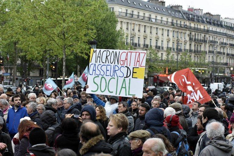300 à 400 personnes se sont rassemblées lundi 30 avril, place de la République à Paris, à l'appel de plusieurs partis de gauche (PCF, Génération.s, NPA...)