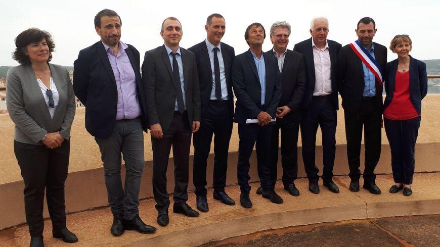 Nicolas Hulot, le ministre de la Transition écologique et solidaire, aux côtés des élus insulaires.