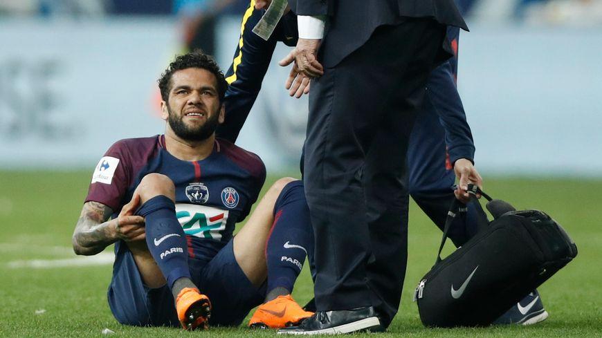 Blessé en deuxième période face aux Herbiers en finale de coupe de France, Daniel Alves n'ira pas au Mondial