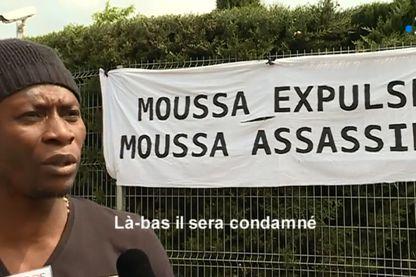 Mobilisation contre l'expulsion de Moussa, homosexuel guinéen que la France veut expulser