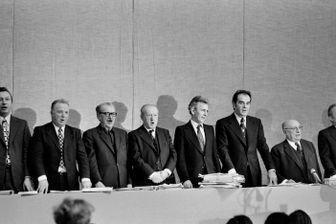 Georges Seguy, Paul Laurent, Benoit Frachon, Etienne Fajon, Roland Leroy, Georges Marchais et Jacques Duclos au XXIeFrench congrès du PCF en octobre 1974 à Vitry-sur-Seine.