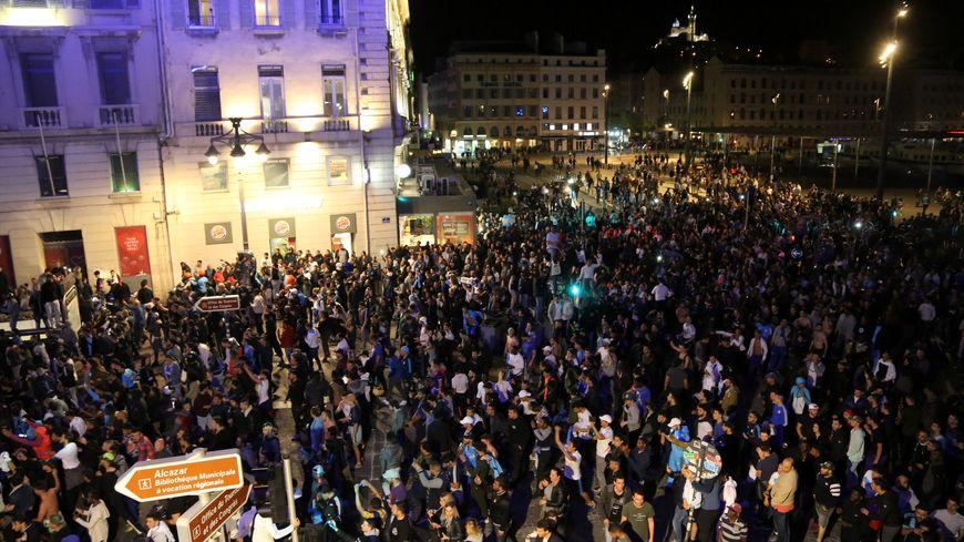 La fête sur le Vieux-Port de Marseille lors de la qualification pour la finale de l'Europa League