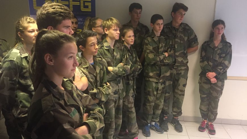 Les élèves de la classe défense du collège Arthur Rimbaud de Saint-Astier