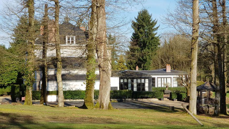 La Chapelle Saint Martin est une très belle gentilhommière dans un parc arboré de 35 hectares à Nieuil