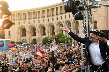 Nikol Pachinian n'a pas été élu et appelle au blocage du pays