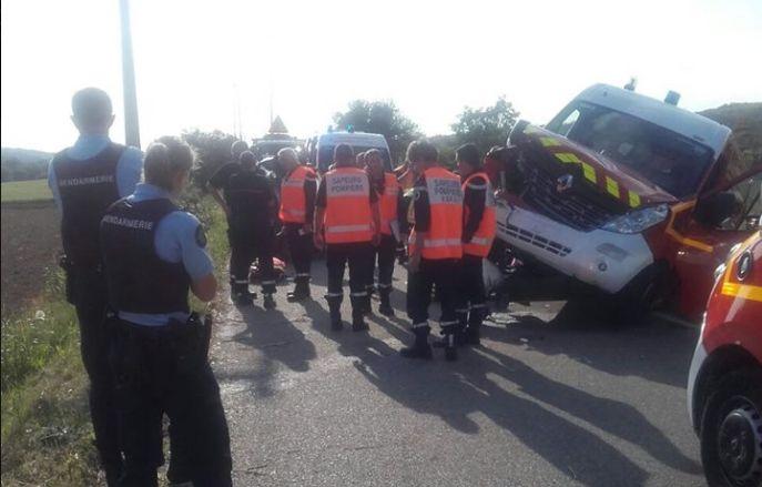 Une ambulance des pompiers en intervention percutée par une automobiliste près de Salon-de-Provence
