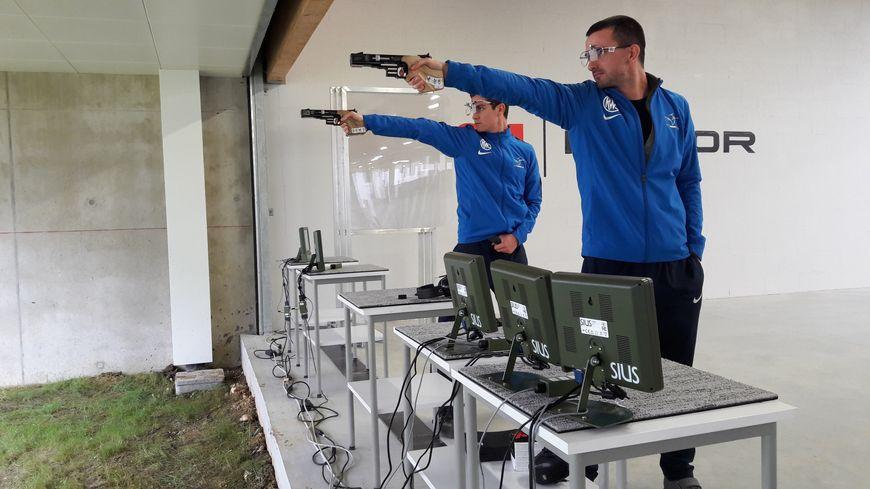 Clément Bessaguet et Boris Artaud, membres de l'Equipe de France de Pistolet Vitesse 25m, faisaient partie des athlètes qui ont inauguré les nouvelles installations