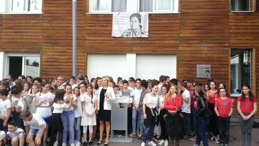 Tous les élèves participent à la cérémonie de dénomination du collège de Rochechouart