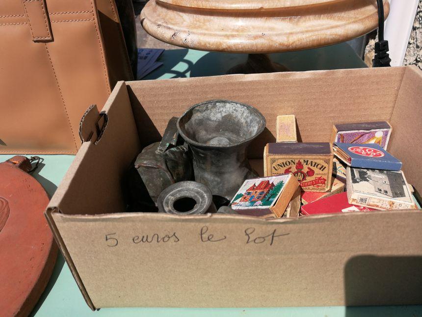 Les habitants ont vidé leurs maisons pour tenter de vendre certains objets dont ils ne voulaient plus