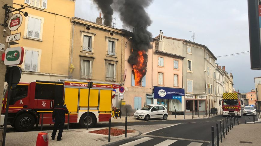 A 9 heures, les pompiers étaient toujours sur place à Valence.