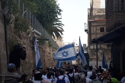 Les nationalistes israéliens ont marché dans Jérusalem dimanche, à la veille de l'ouverture de l'ambassade américaine qui vient d'y être transférée.