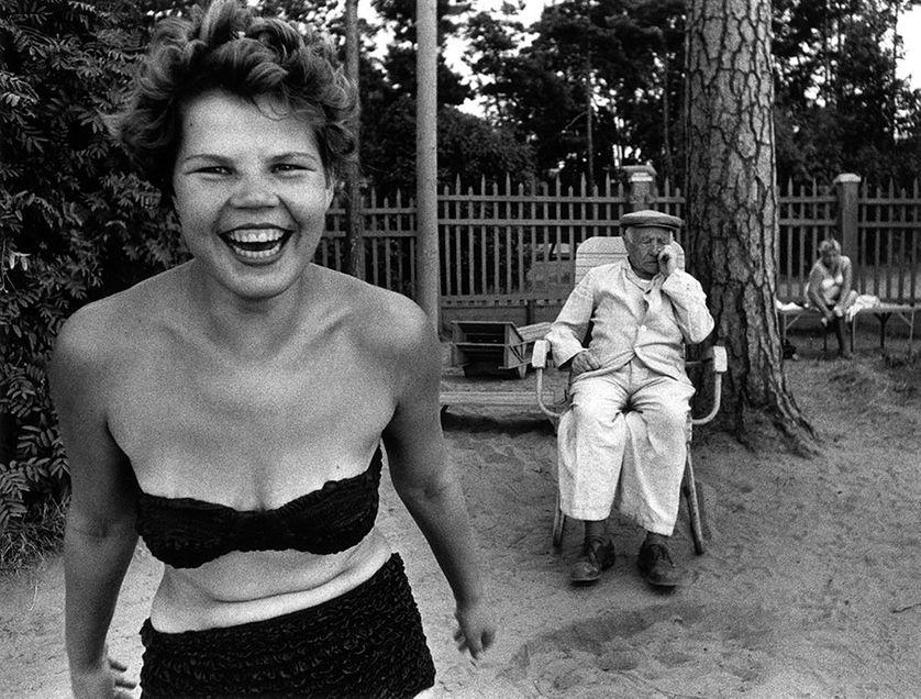 """William Klein, """"Bikini"""", Moscou, URSS, 1959"""