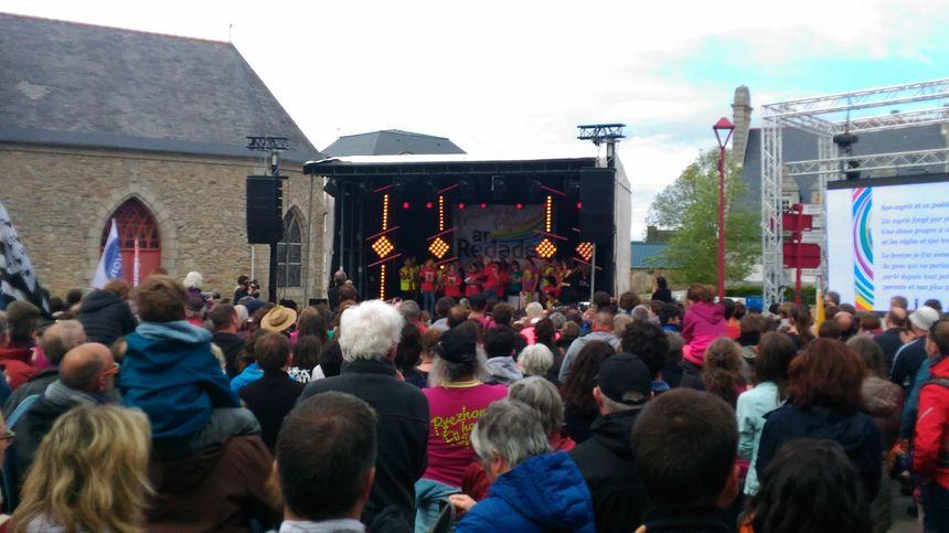 Quelques milliers de personnes rassemblées à Plouguerneau pour l'arrivée de la Redadeg