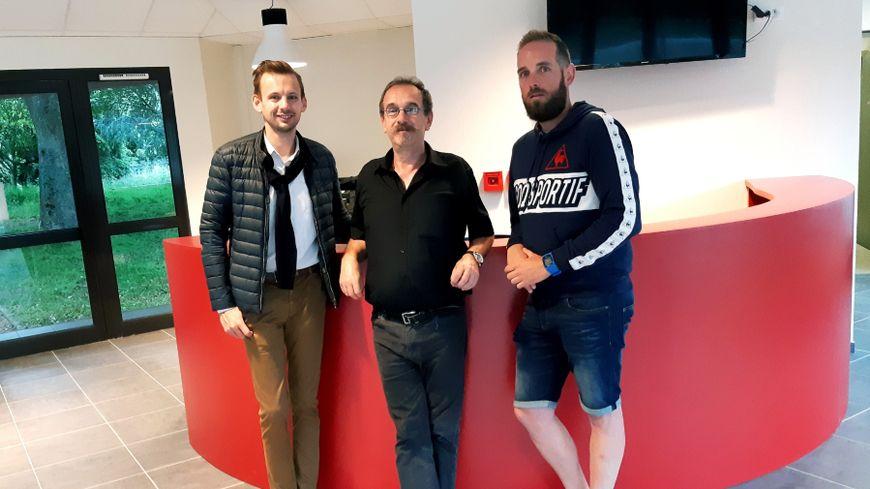 Alexandre Lanoë, adjoint, Roland Bouvet, directeur de l'espace associatif et Antoine Orillard, bénévole aux Boucles de la Mayenne