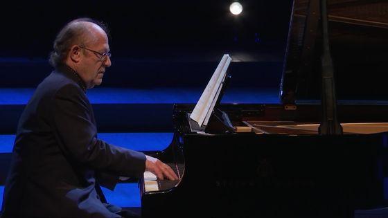 Debussy : Berceuse héroïque, Six Epigraphes antiques, Etudes... interprétés par le pianiste Alain Planès