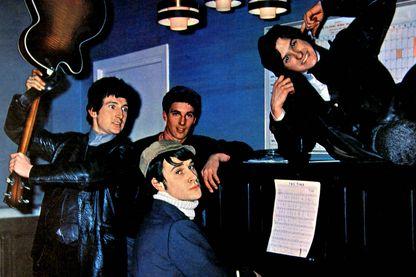 En 1964, les Kinks (Ray Davies, Dave Davies, Mick Avory et Pete Quaife) connaissent leur premier tube, celui qui lancera leur carrière
