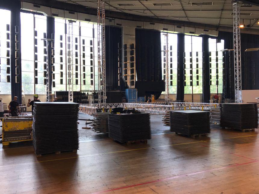 A l'intérieur de la salle polyvalente, la plus grande scène, l'Arène.