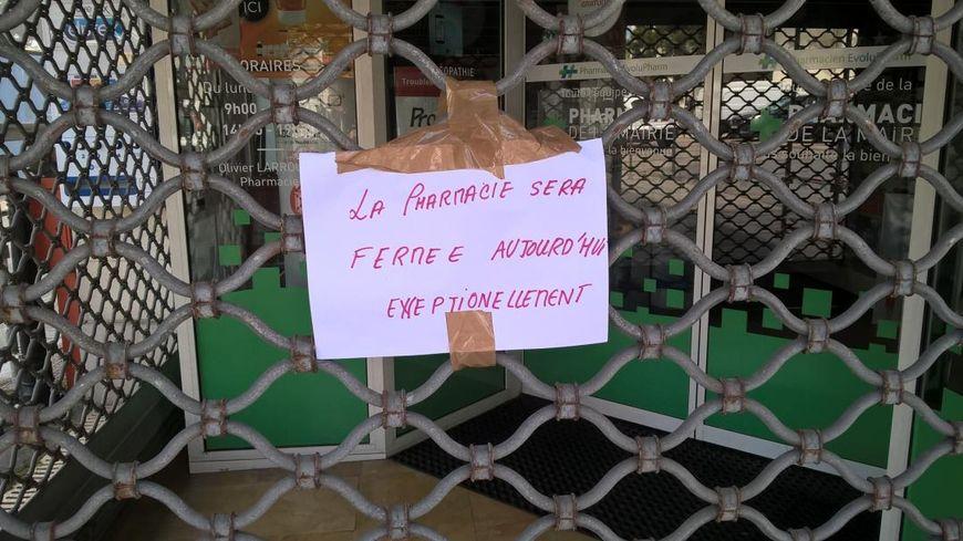 La pharmacie de la mairie était fermée ce mercredi suite à l'interpellation du pharmacien