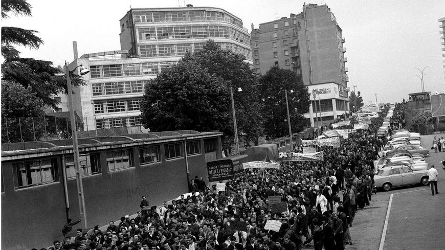 Manifestation à Grenoble pendant le mois de mai 68