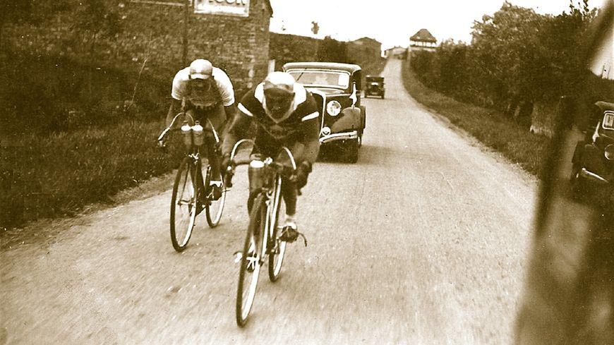 A. Bourlon pendant le Tour de l'Est-Central en  1938 - Etape Châlon - Vichy en  échappée victorieuse avec Slaverio