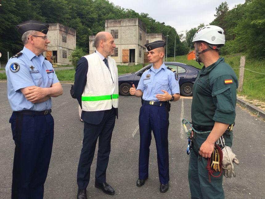 Un gendarme espagnol venu s'entraîner à Saint Astier (à droite)