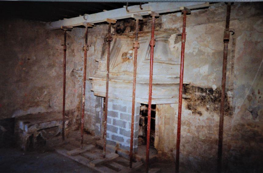 Détail des premiers dégagements au coeur de la maison de Diane de Poitiers à Sérignan.