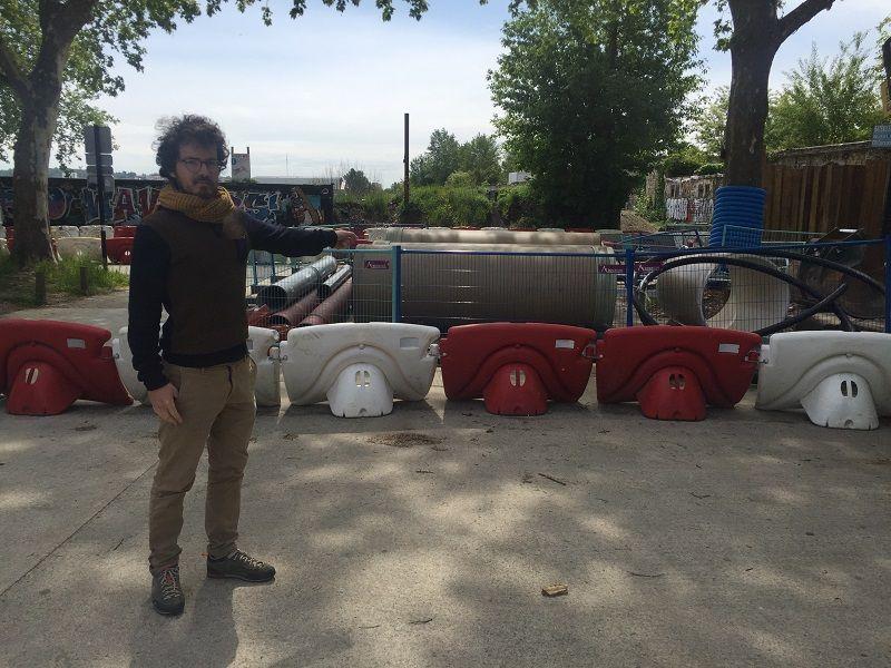 Antoine Vergier, le gérant de la Brasserie de la Lune, ne s'en sort plus avec ses livraisons depuis le début des travaux.