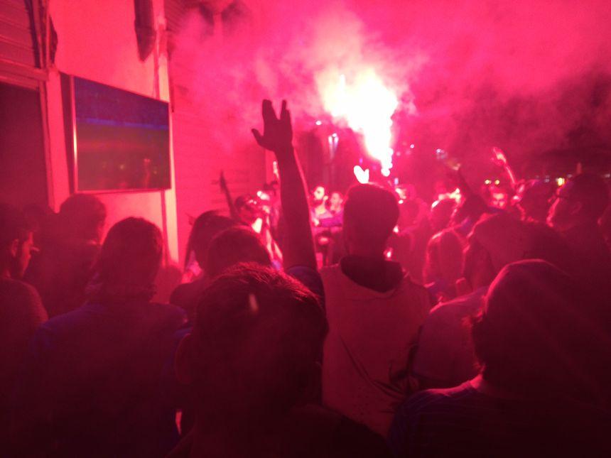 Les fumigènes ont accompagné la fin du match sur le Vieux-Port