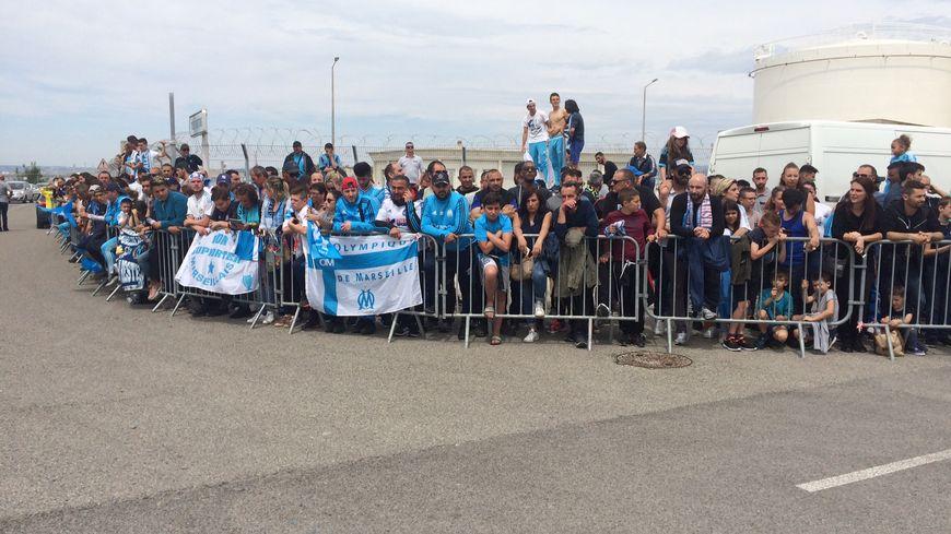 Le comité d'accueil pour les joueurs de l'OM de retour de Salzbourg