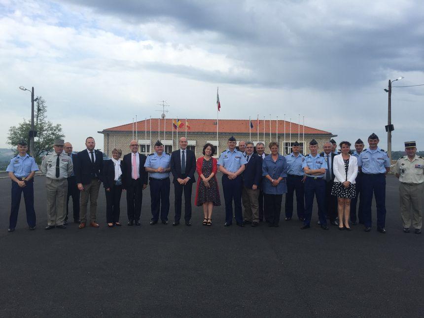 La délégation de parlementaires avec les autorités de gendarmerie à Saint Astier