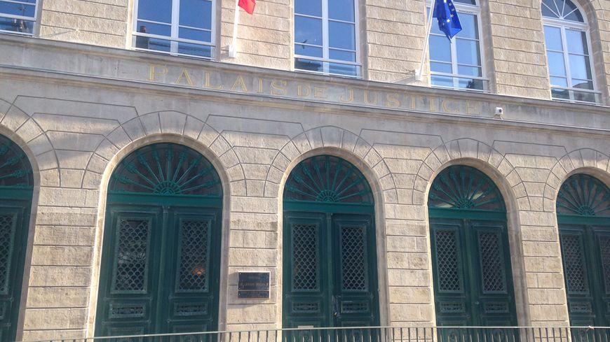 Le tribunal de Cherbourg a condamné l'homme de 42 ans à 3 mois de prison avec sursis pour exhibition sexuelle