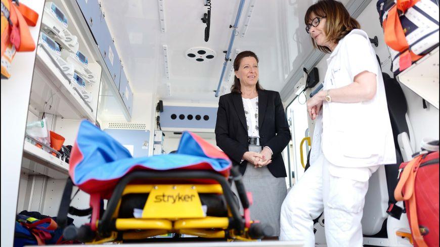 La ministre de la santé en déplacement aux urgences de Créteil le 18 mai