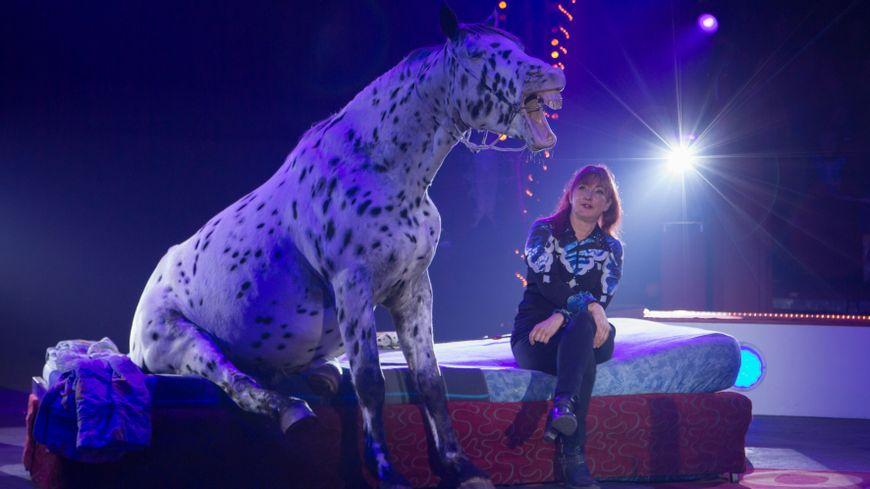 L'artiste allemande Rosi Hochegger présentera un numéro de cheval comique.