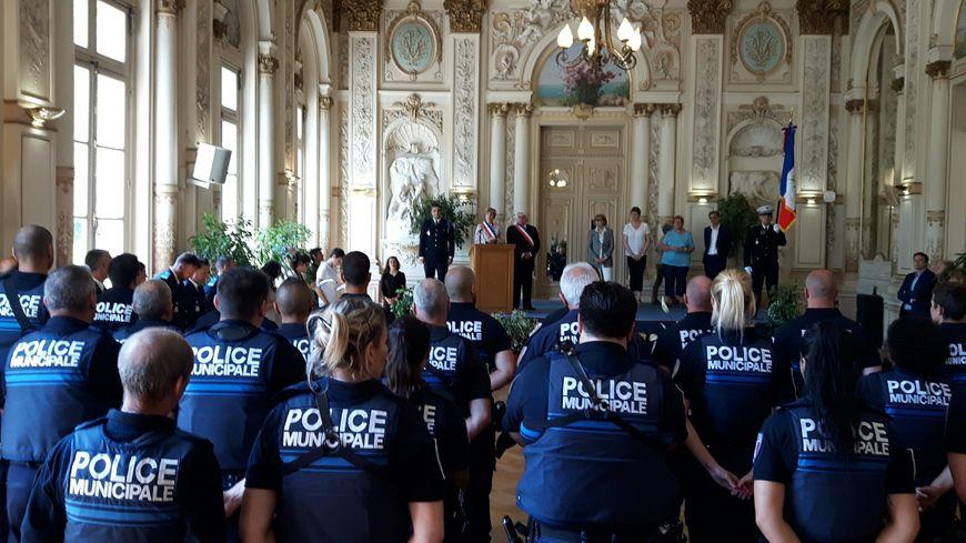 Cécile Helle maire d'Avignon lors de l'installation officielle des nouveaux policiers municipaux