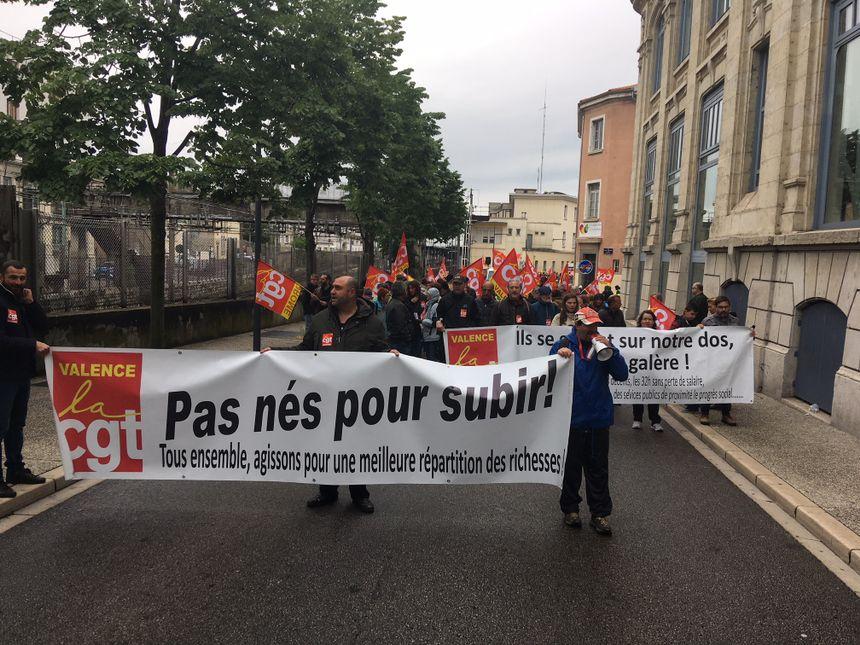 Manifestation dans les rues de Valence à l'appel de la CGT et Solidaires.