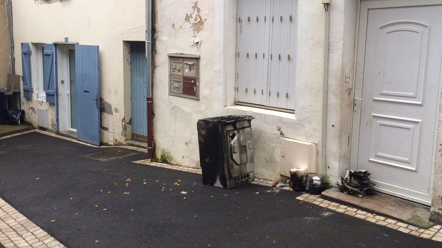 C'est dans cette petite impasse du centre ville de Mont-de-Marsan que l'incendie s'est déclaré