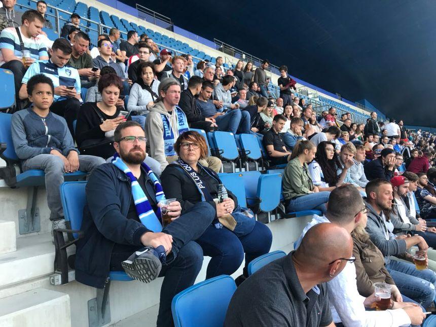Plusieurs centaines de supporters havrais rassemblés au stade Océane pour suivre la rencontre.