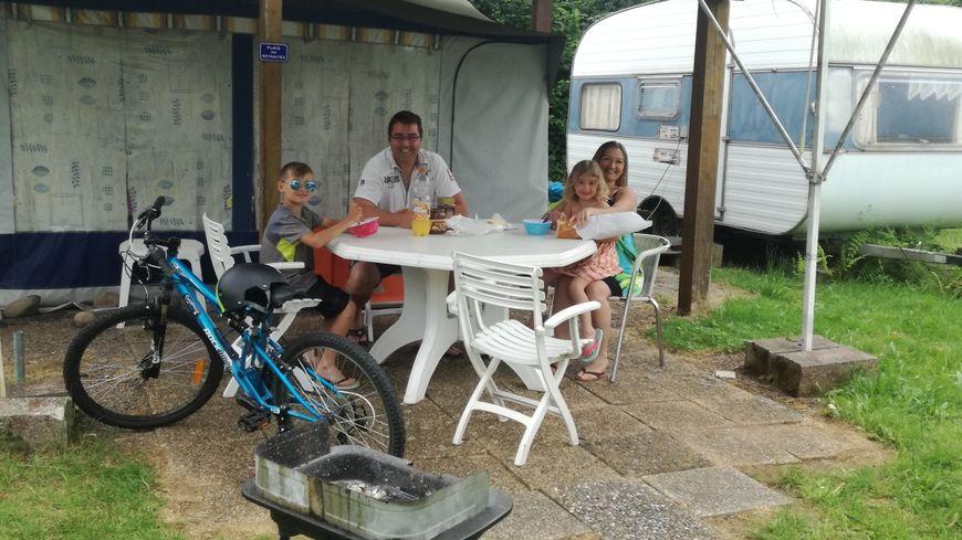 Steeve et sa famille viennent depuis Montandon (25) pour profiter du camping de la Bergereine à Mélisey