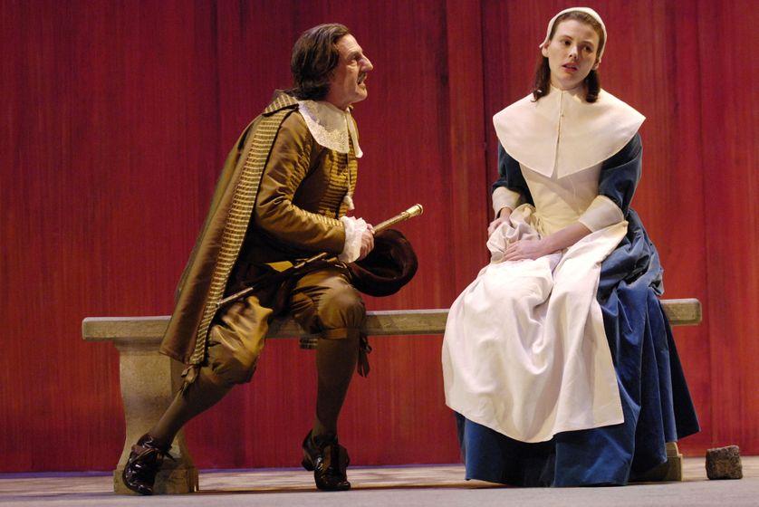 """Daniel Auteuil (Arnolphe) et Lyn Thibault (Agnès) dans """"L'école des femmes"""", Théâtre de l'Odéon à Paris en 2008"""