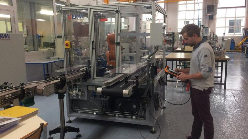 Les apprentis du CFAI se forment sur des machines en tout point identiques à celles des entreprises